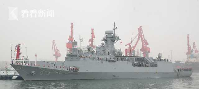 """印度海军""""沙克提""""号补给舰抵达青岛大港码头"""