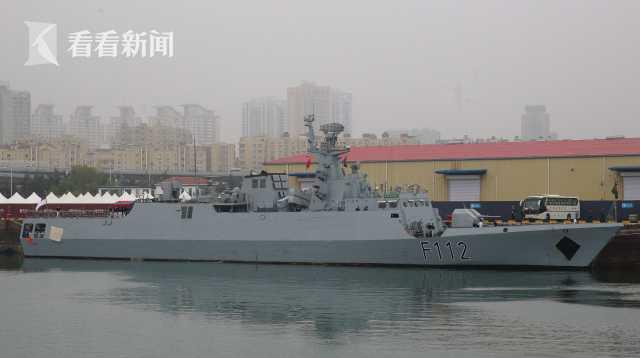 """孟加拉国海军""""决心""""号护卫舰抵达青岛大港码头"""