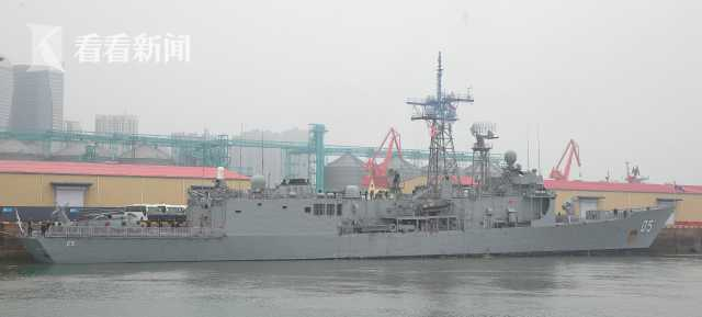 """澳大利亚海军""""墨尔本""""号护卫舰抵达青岛大港码头"""