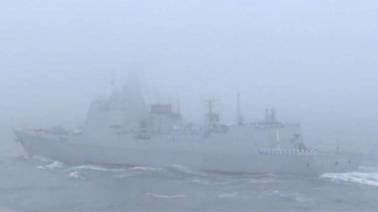"""""""万吨大驱""""南昌舰率驱逐舰群接受检阅"""