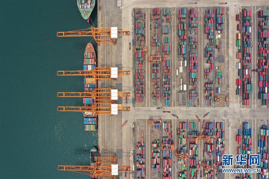图为广西钦州保税港区码头(4月13日无人机拍摄)。 新华社记者 曹祎铭 摄
