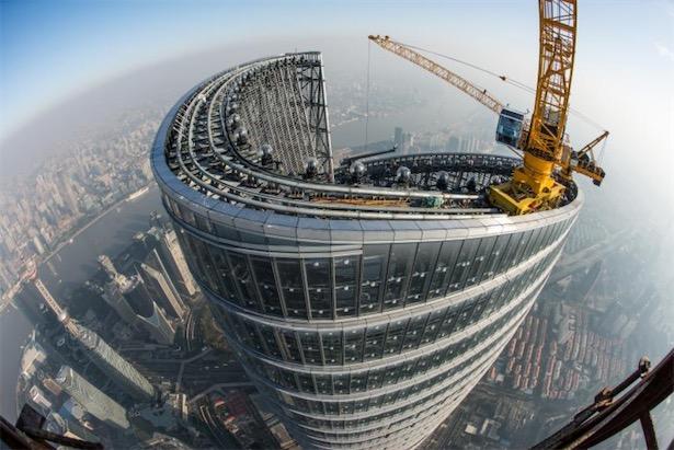 """""""上海中心大厦工程关键技术""""荣获上海市科技进步奖特等奖,其采用多项新型建筑技术,实现了目前我国唯一突破600米、世界高度第二的高楼建设。(资料图)"""