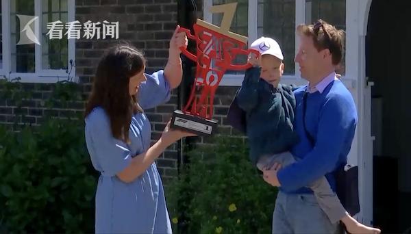 视频 为5岁患癌男孩空运F1赛车 冠军汉密尔顿有点暖
