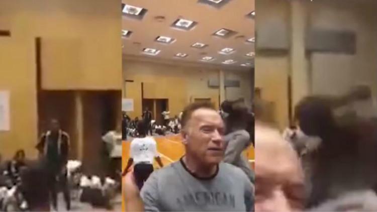 胆真肥!男子背后飞踹71岁施瓦辛格 结果秒被制伏