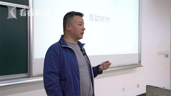 上海广播电视台融媒体中心采访部副主任高海宁与师生互动