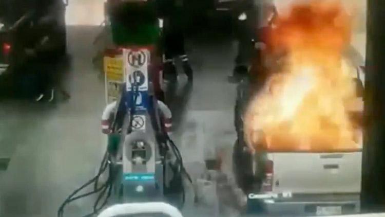 衣物静电引加油站大火 7岁女孩瞬间被火焰