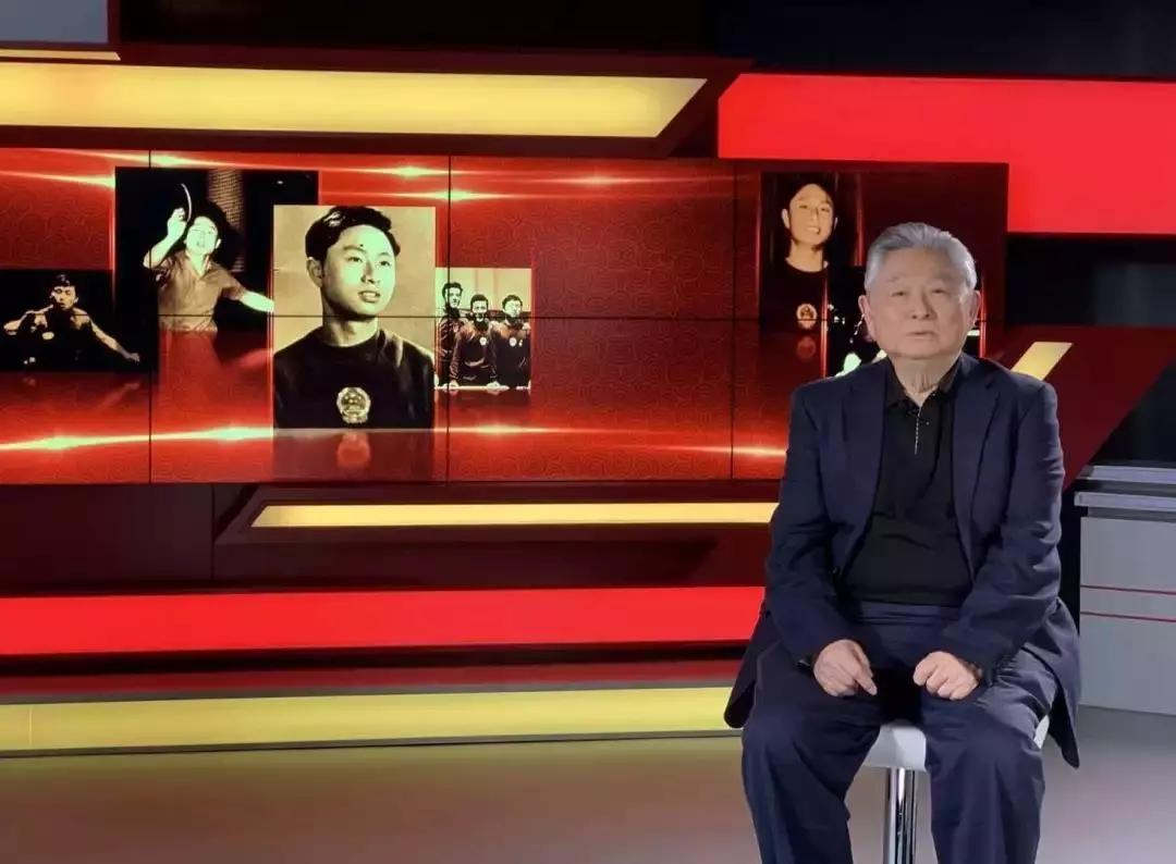 81岁的徐寅生在五星体育的镜头前回忆七十年前的那一天