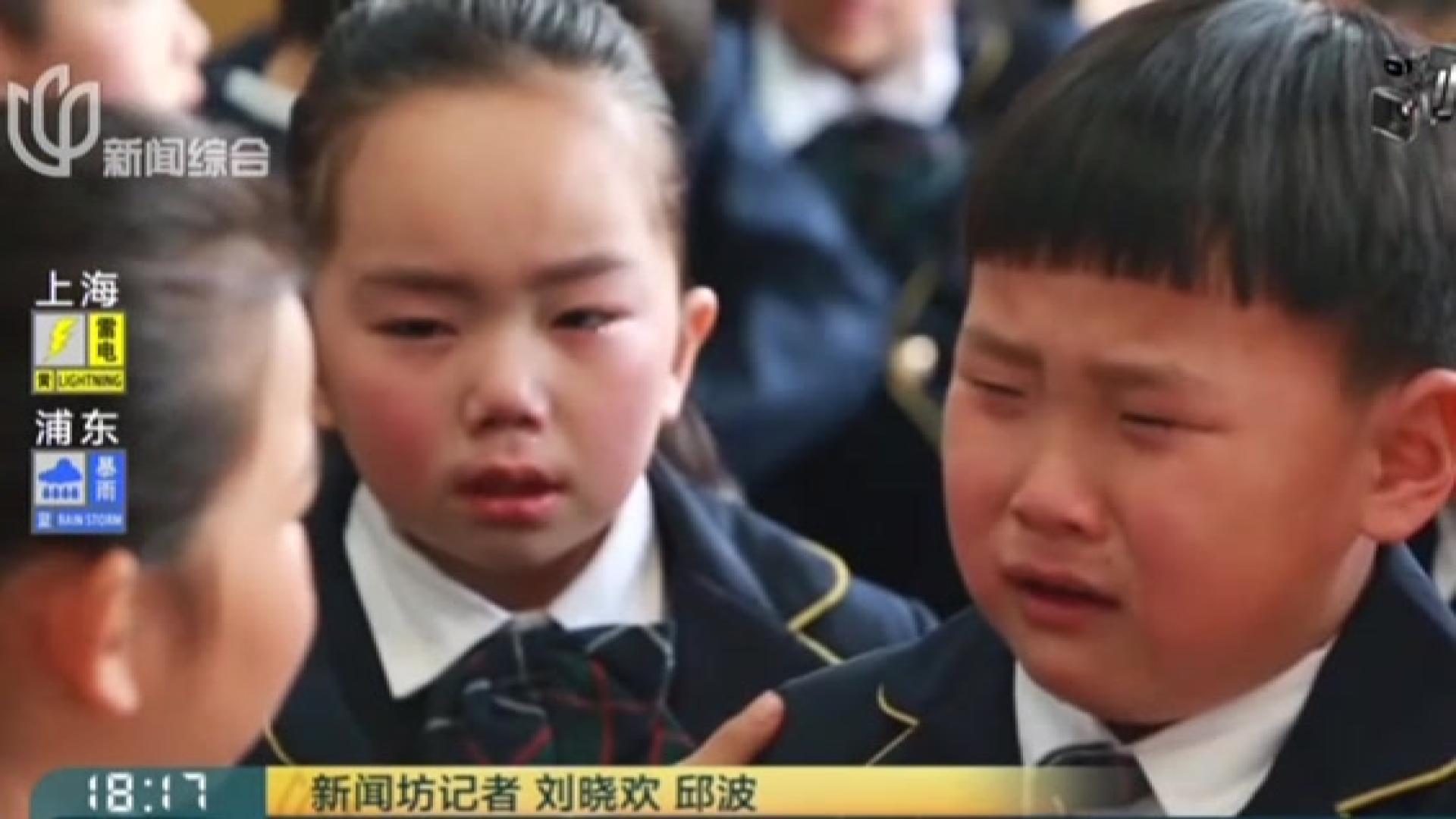 """幼儿园里""""小别离"""":为第一次成长与分别流泪"""