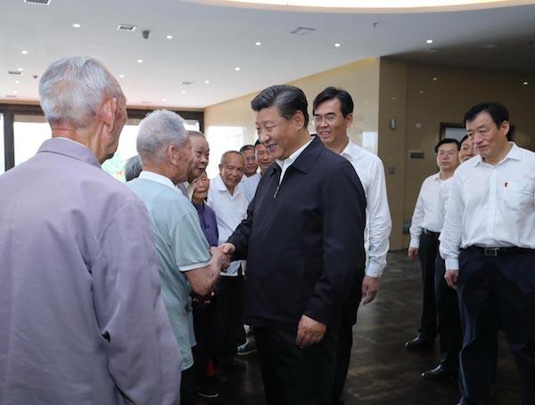2019-06-20,习近平在赣州市于都县中央红军长征出发纪念馆会见于都县的红军后代、革命烈士家属代表。