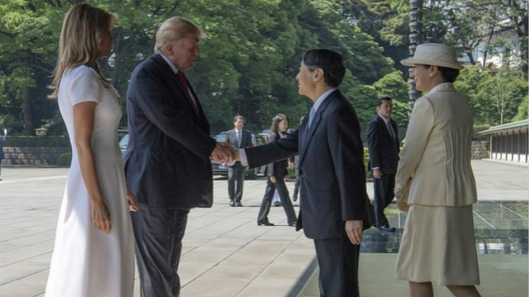 特朗普见日本新天皇 吸取奥巴马教训握手未鞠躬