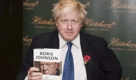 """我承認,受到了鮑里斯寫的那本《丘吉爾的精神》的影響。在書中,他描述了一位不被自己黨內信任的首相,如何帶領這個國家走出""""至暗時刻"""""""