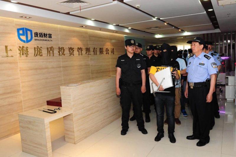 宝山警方对涉嫌电信网络诈骗的犯罪团伙实施抓捕