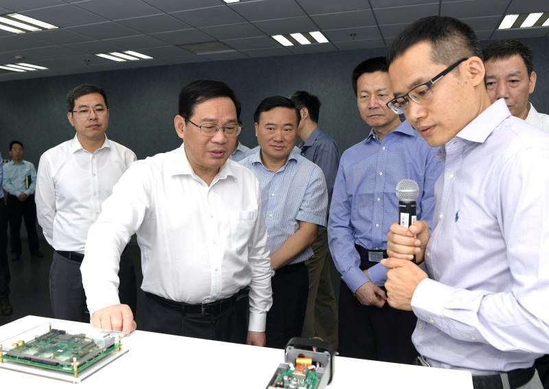 图为在平头哥半导体技术有限公司调研