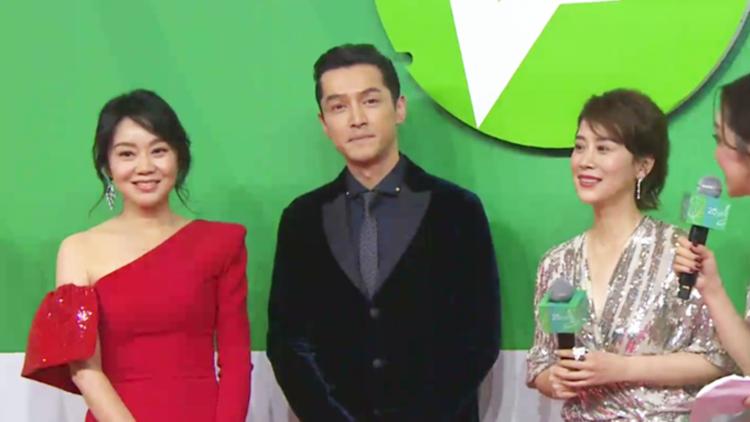 胡歌、闫妮、海清亮相上海电视节闭幕红毯