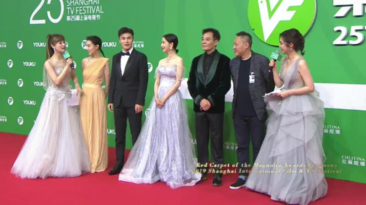 《碧海丹心》佟丽娅刘威亮相上海电视节闭幕红毯