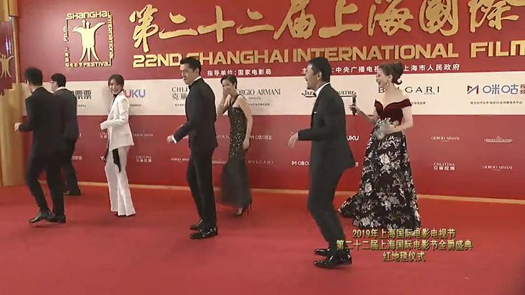 胡歌桂纶镁亮相红毯 他们用这样的方式惊艳全场