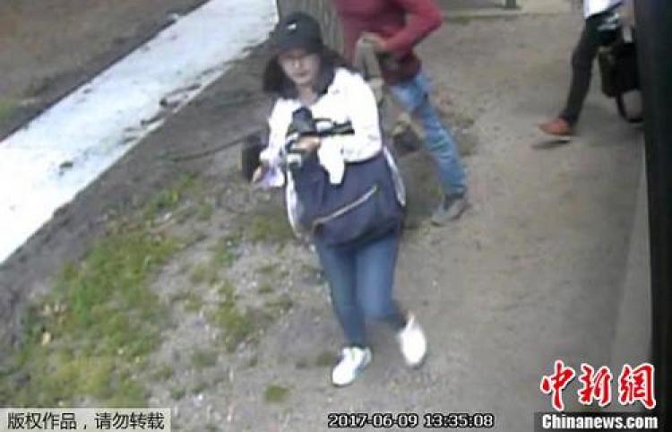 章莹颖失踪前的监控画面。
