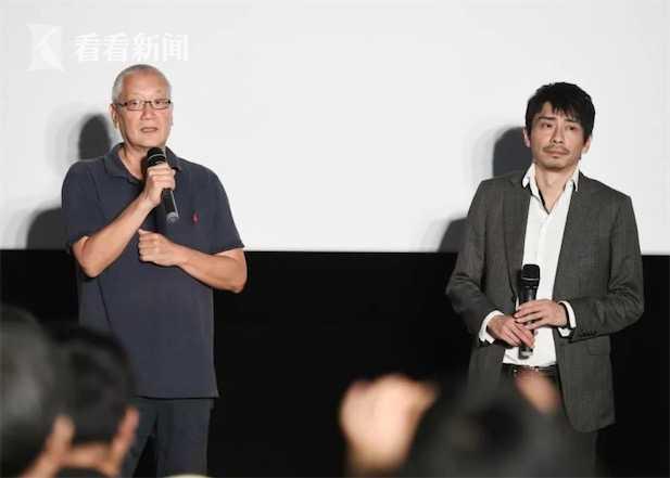 张乐平之子张慰军(左)也来到了放映现场