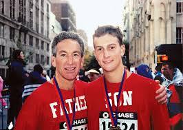 1998年 17岁的库什纳与父亲查尔斯
