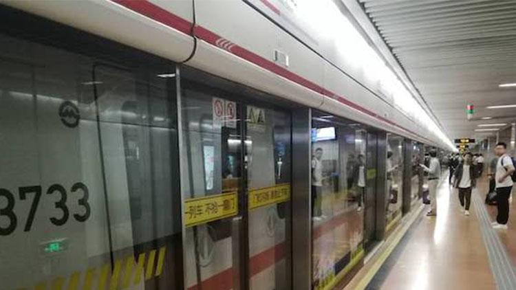 今晨地铁1号线突发故障致客流积压 故障已排除