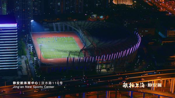 集多种功能场馆于一体,拥有上海第一座屋顶上的标准足球场