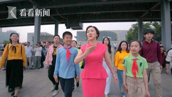 上海音乐学院教授方琼从人群中走出