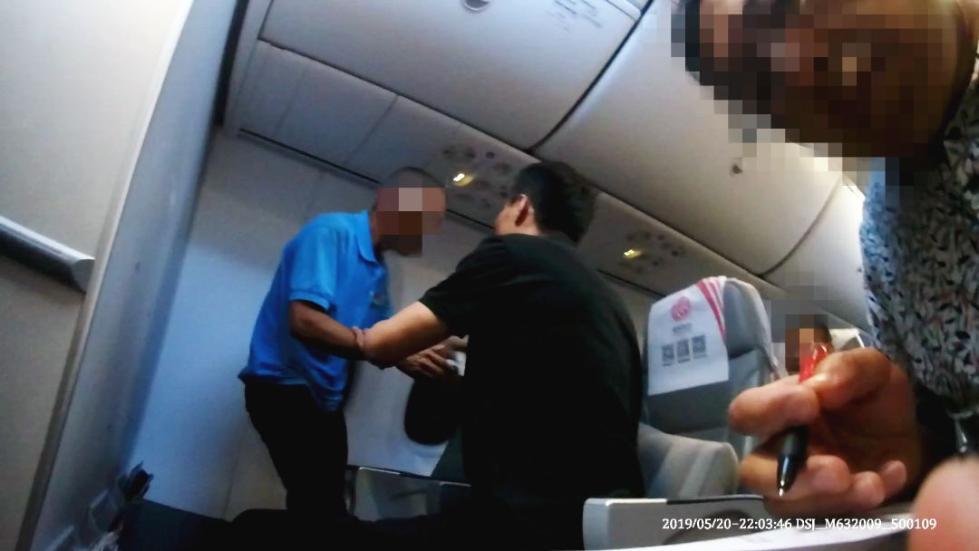 今年5月疑似精神病患者大闹福航飞机