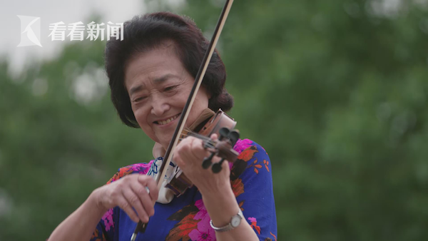 小提琴演奏家俞丽拿深情演奏《我和我的祖国》