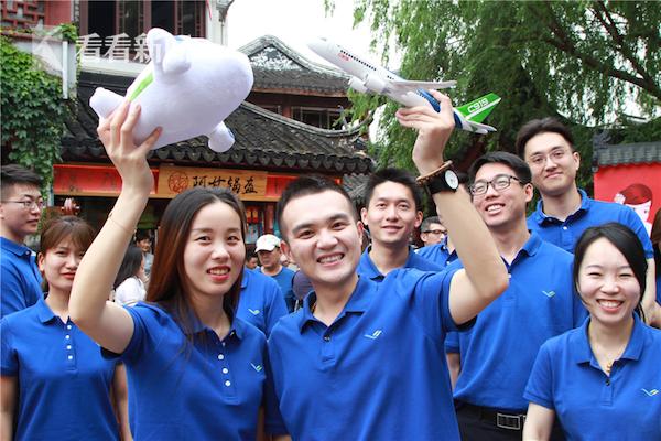 C919大飞机项目团员青年代表热情参与快闪