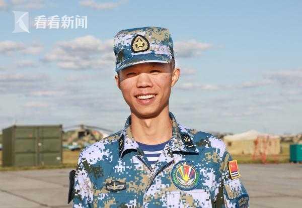 海军航空兵某场站四站连充电员 郑晓峰