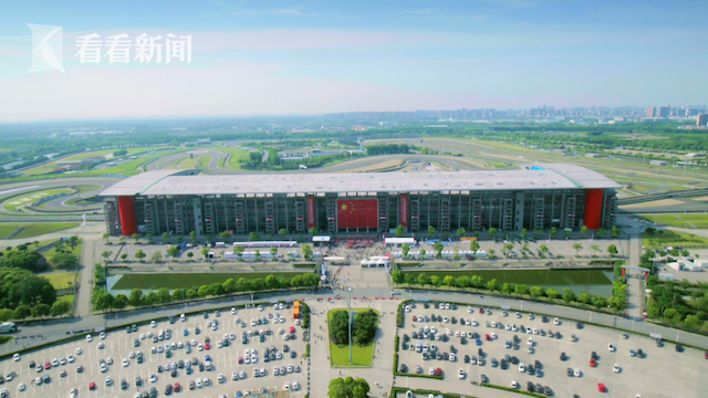 快闪当天上海国际赛车场外