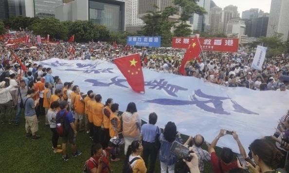 香港反暴力集会结束 大会宣布有47.6万人参加