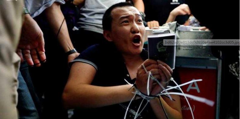 殴打记者付国豪的还有她!香港法院再度拒绝保释