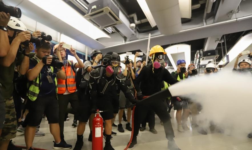 法院批准港铁临时禁制令 无关人等禁止逗留车站