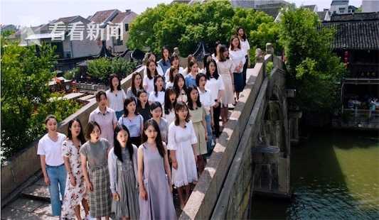 上海音乐学院学生唱响《我和我的祖国》