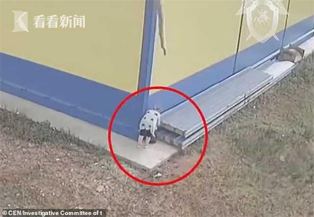 视频 俄女子灌木丛产子 犹豫后塑料袋装着遗弃超市边