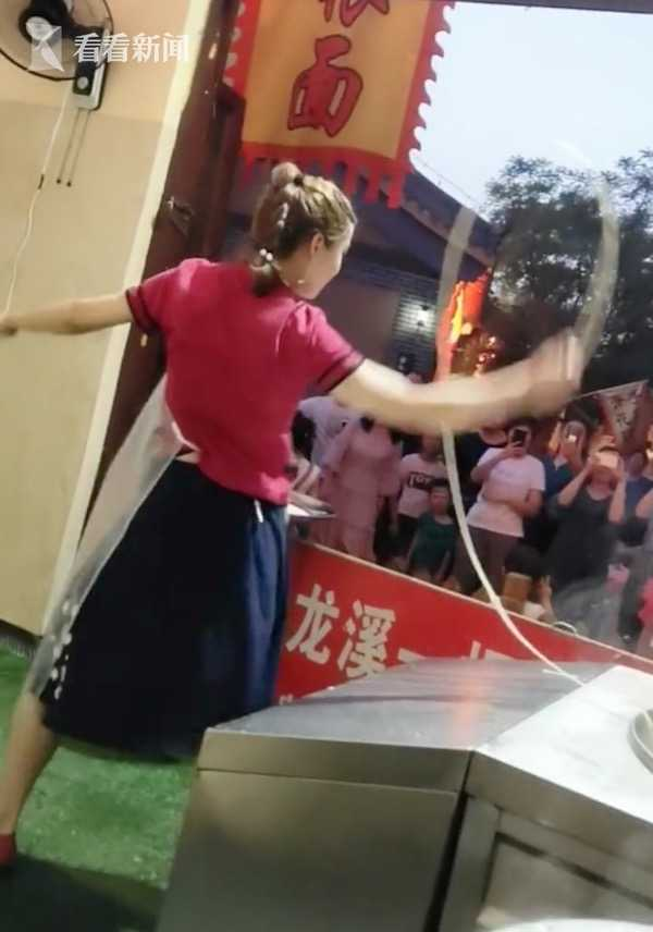 视频|90后美女开面馆成网红 日甩500根面体重直降25斤