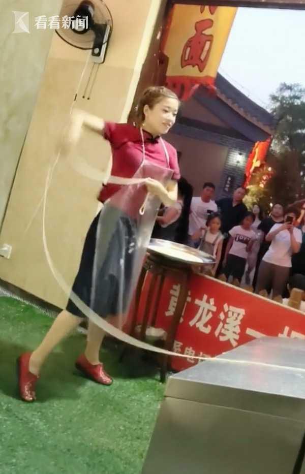 视频 90后美女开面馆成网红 日甩500根面体重直降25斤