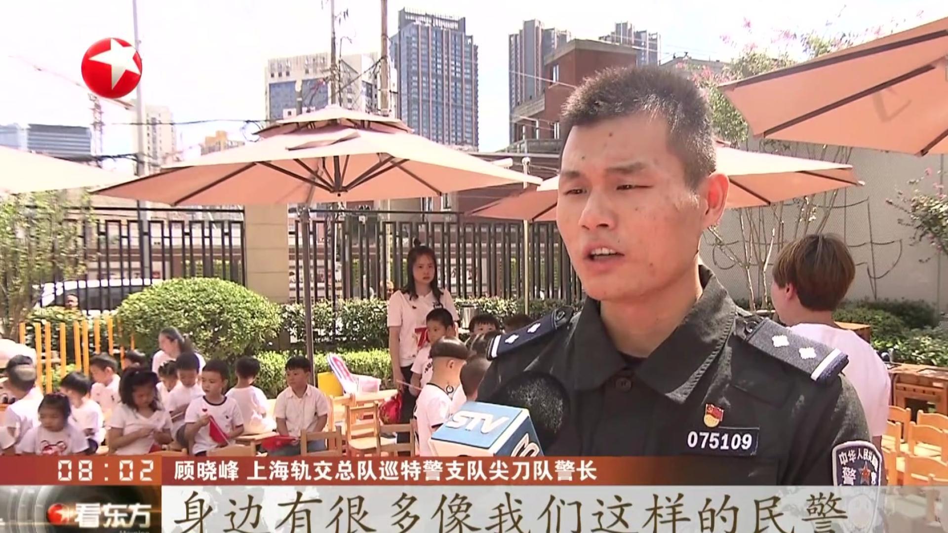 上海:举办警营体验活动  特警警犬伴萌娃