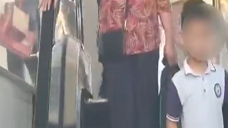 看不惯妈妈管作业 奶奶带着8岁孙子离家出走