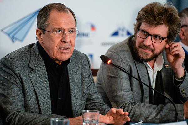 俄羅斯外長拉夫羅夫(左)盧基揚諾夫(右)