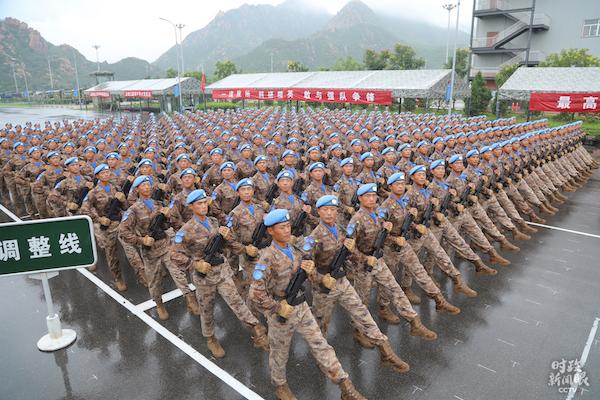 首次亮相的维和部队方队。