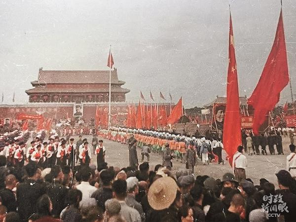1949年开国大典群众庆祝活动。