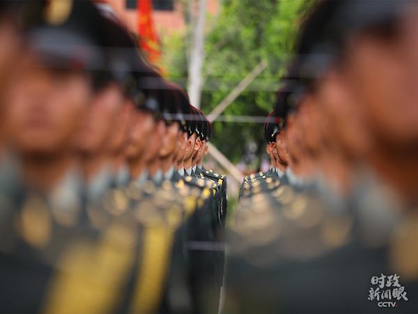 这是正在训练中的陆军方队。