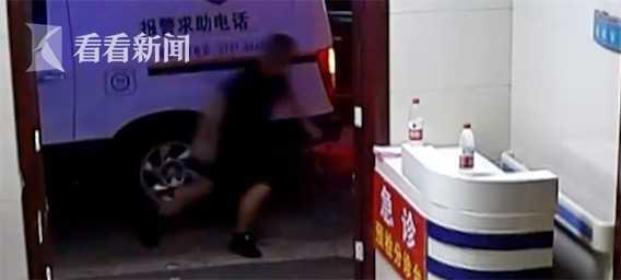 棋牌迷 就在民警的对李某进行再次控制的过程中