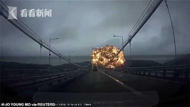 视频 韩国港口油轮突然爆炸起火 桥上汽车狂逃如大片
