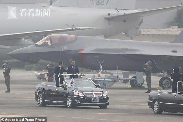 韩国总统文在寅检阅韩军部队