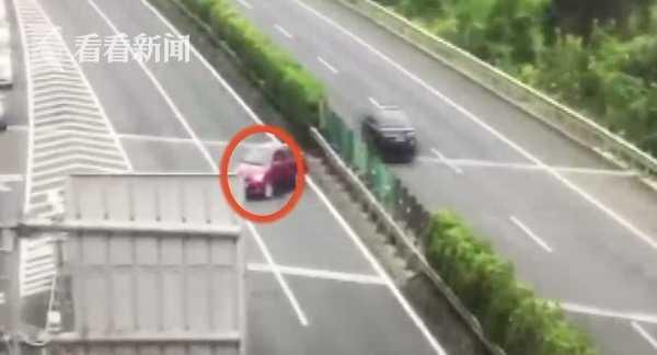 视频|女子高速上倒车 面对交警询问:我开了双闪灯!