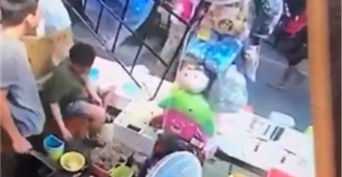 扯!台湾夜市摊商宰客遭揭穿 竟亮长刀恐吓游客
