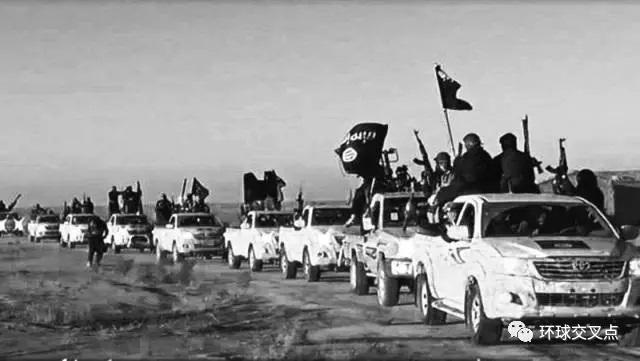 """""""伊斯兰国""""武装横越伊拉克沙漠"""